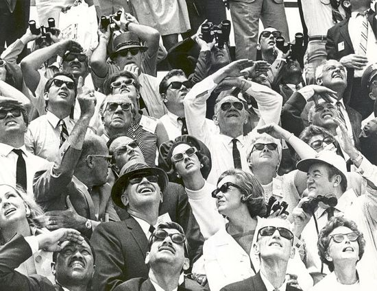 Apollo10_spectators.jpg