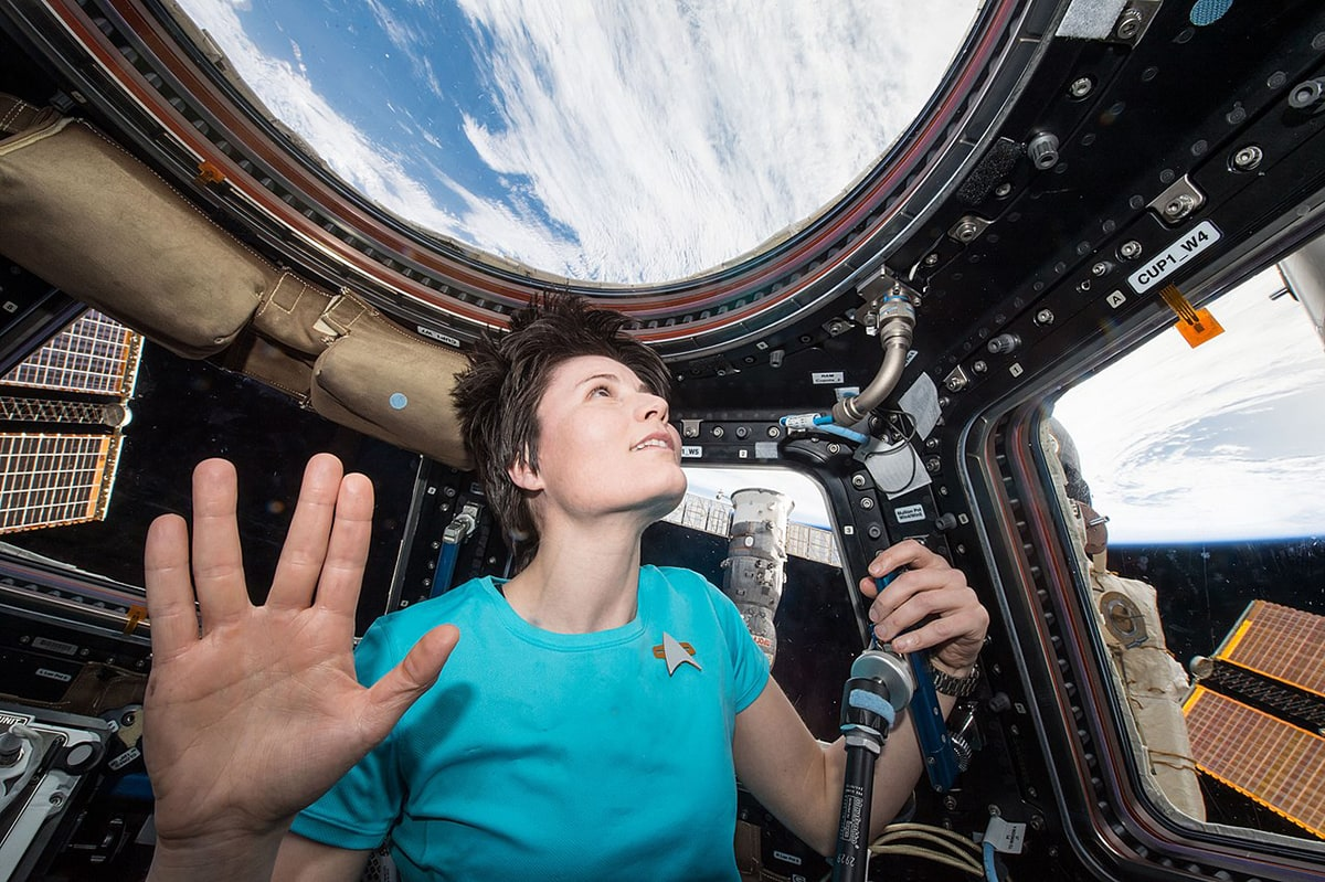 Astronaut Samantha Cristoforetti pays tribute to Leonard Nimoy on board the International Space Station