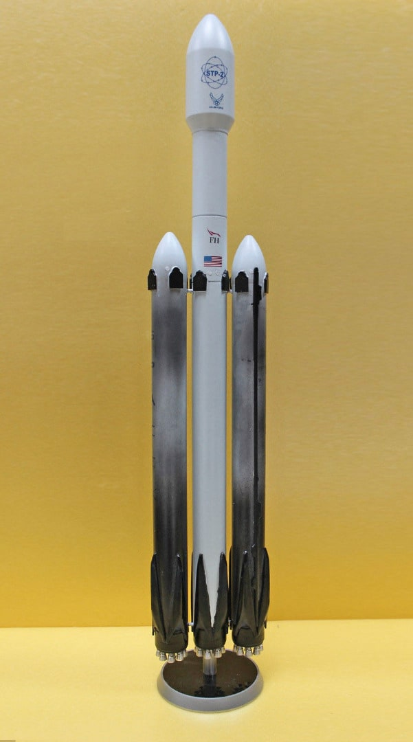 Falcon-Heavy-model.jpg