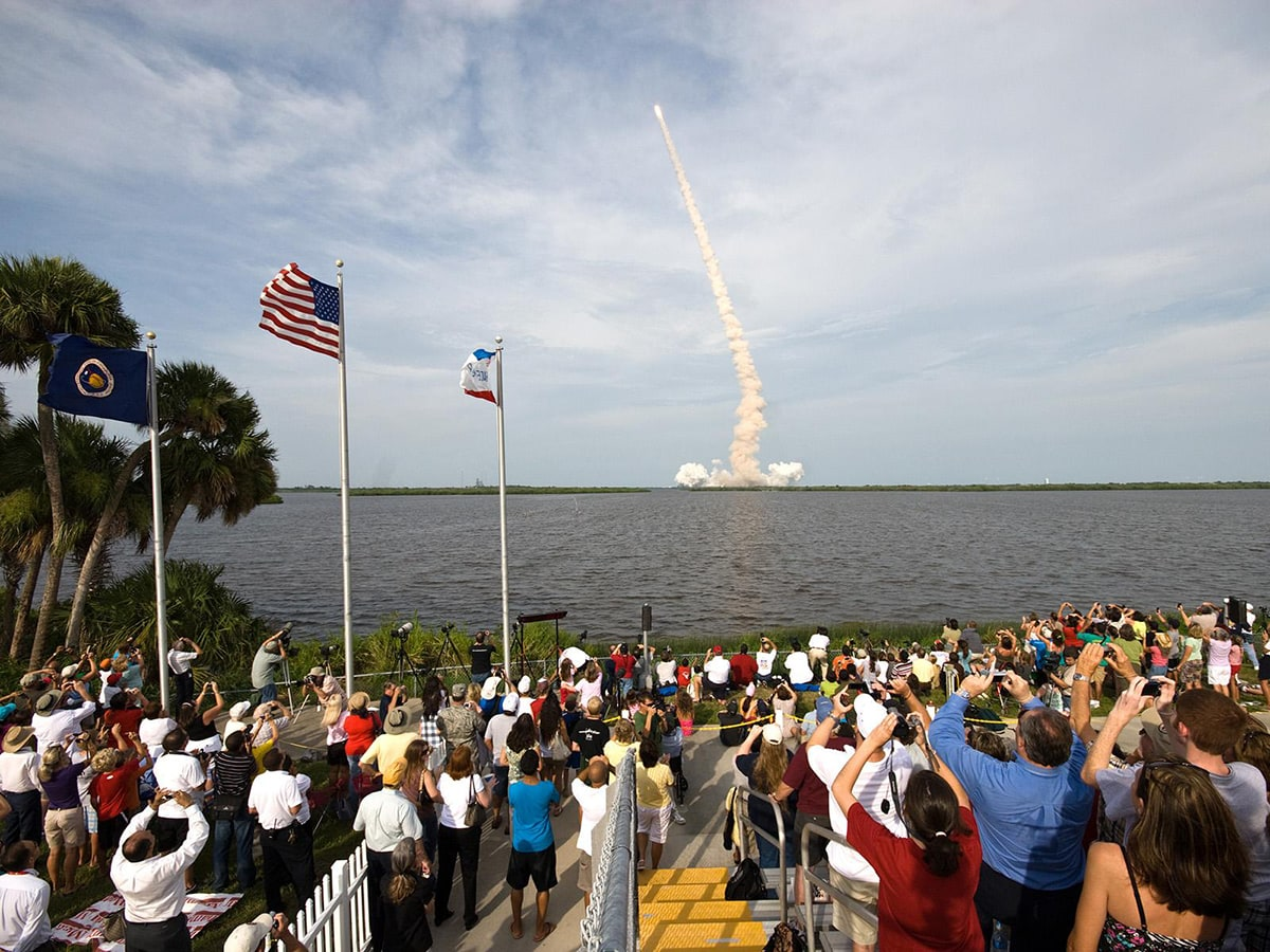 launch_crowd_banana_river_nasa.jpg